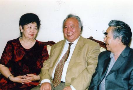 Тиышкүл жеңгей, Әбіш аға, Илья Жақанов