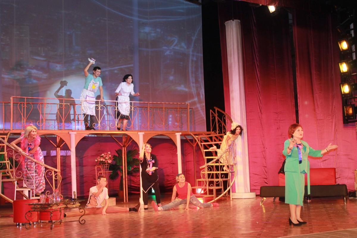 Талас бойындағы Тараз театры немесе «Ең жақсы еркек»