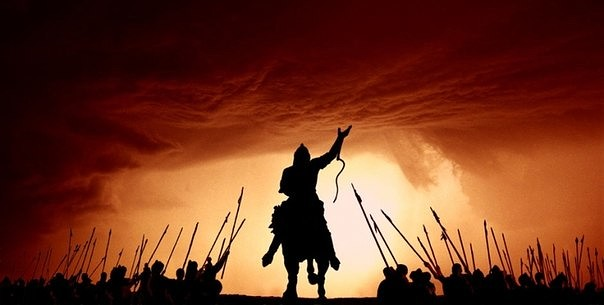 Найзасы мен Музасы  қос қолында, Батырлық пен ақындық  менің тегім...
