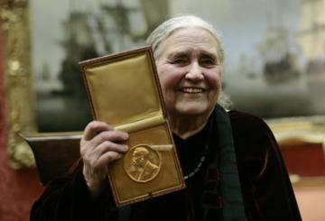 Нобельдік дәріс: кітабы жоқ мектеп, Анна Каренина және африкалық әйел